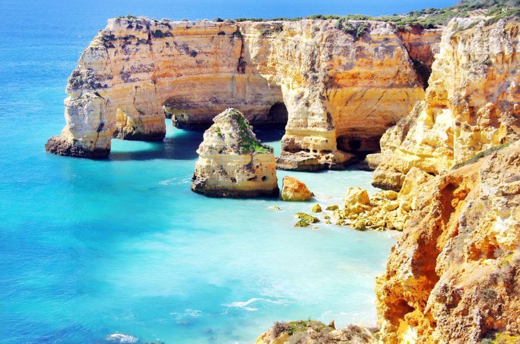 Viaja a Portugal con NovaWays. Viaje de fin de curso a Oporto, Nazarenos y más en Portugal.