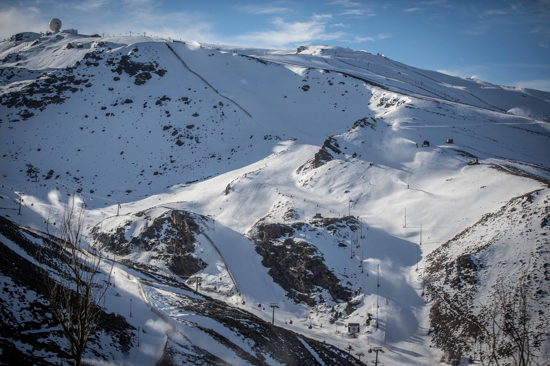 Elige Sierra Nevada para tu viaje escolar de esquí con NovaWays. Un destino a cargado de adrenalina y entretenimiento a más no poder.